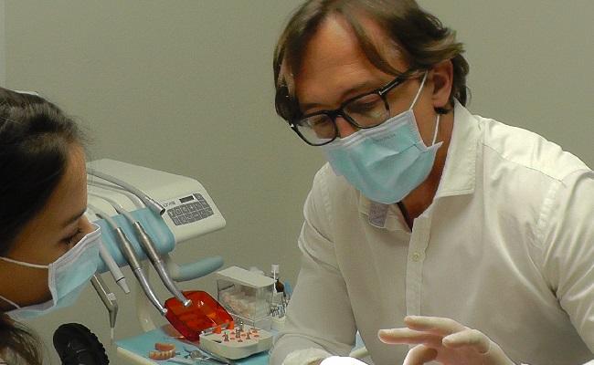 Zahnimplantate Wien Implantation beim Dentailor Zahnarztpraxis