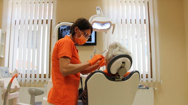 Zahnklinik für Implantation in Ungarn